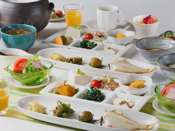 朝から目指せ30品目。自慢のお米や野菜をたくさん召し上がれ♪