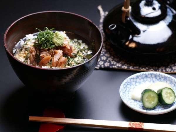 朝食で食べられる福井名物へしこ茶漬け(写真は盛り付け例。ご自身でへしこや薬味をセットして下さい。)