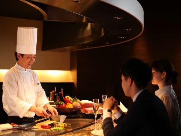 【TAKUMI 鉄板焼】厳選食材をシェフが目の前で焼き上げる特別感