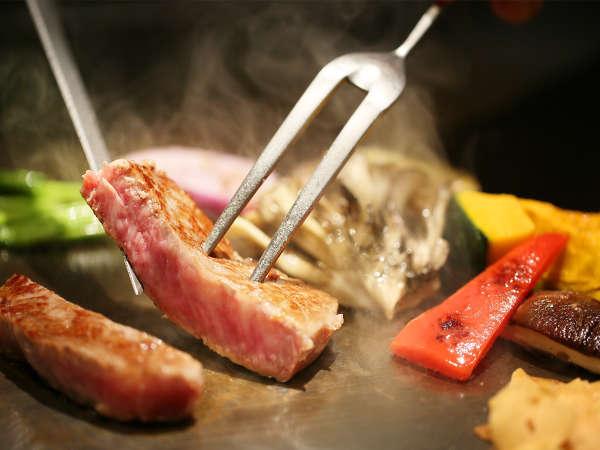 【TAKUMI 鉄板焼】シェフが厳選食材を目の前で焼き上げる特別なひとときを