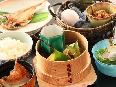 【お手軽朝食付き】 通常朝食をアレンジしたお手軽和食膳付き!4つの貸切露天は利用無料!
