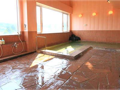【男性展望風呂】当館のお風呂は富士山のバナジウムを多く含んだ天然水です。