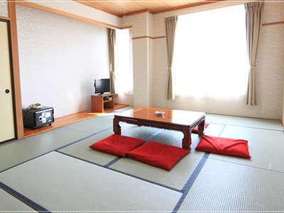 天候が良い日には和室から富士山を望むことが可能です。
