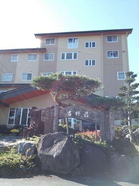当館の向こう側には富士山が見えます。