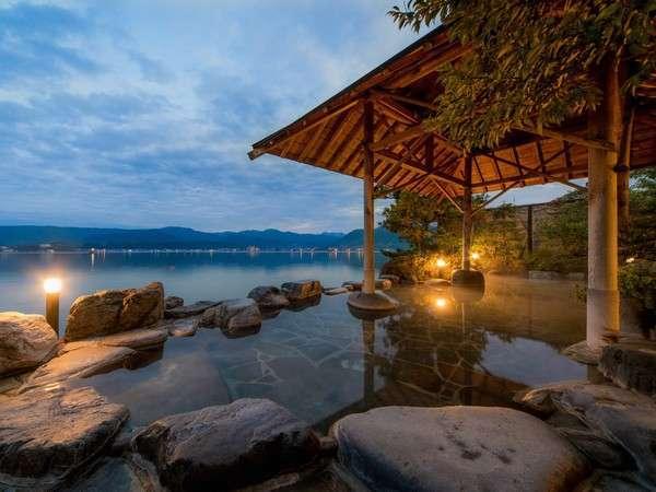 湖上に浮かぶ絶景の宿 千年亭