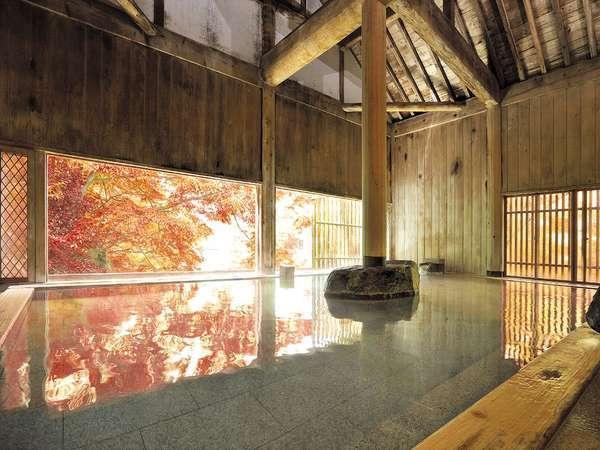 【牧水の湯(内湯)】大きな窓からは、四季によって美しく表情を変える水上の自然をお楽しみ頂けます。