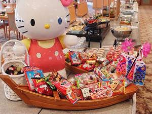 みんな大好き!お菓子の船盛り♪みんなでワイワイしながらお部屋でお召し上がり下さませ☆