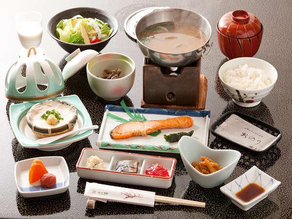 仕入れ状況にもよりますが旬の食材を使った和食膳をご用意(2013年朝食内容)※写真は一例です。