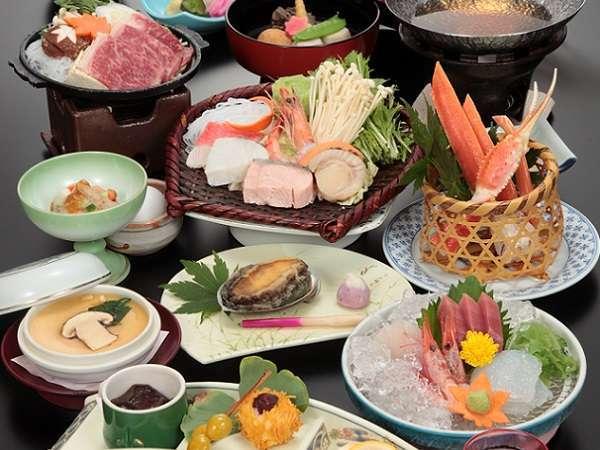 松茸やズワイ蟹などの旬の味覚に和牛や活アワビなど厳選素材を贅沢に使用!料理長渾身の四季の美味会席