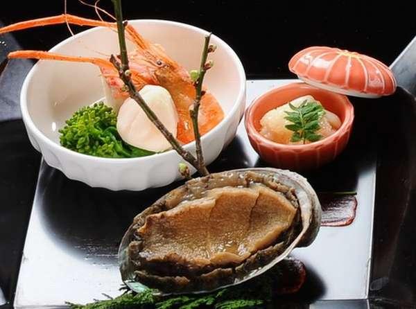 【上会席膳】 鮑 蟹 造り3点盛 和牛陶板焼 サーモン西京焼 鴨鍋 など約10品