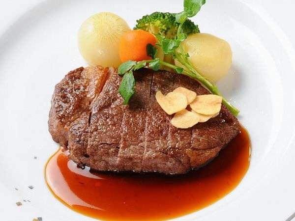 地元ブランド牛ステーキ。柔らかな肉質とうまみを感じて下さい。