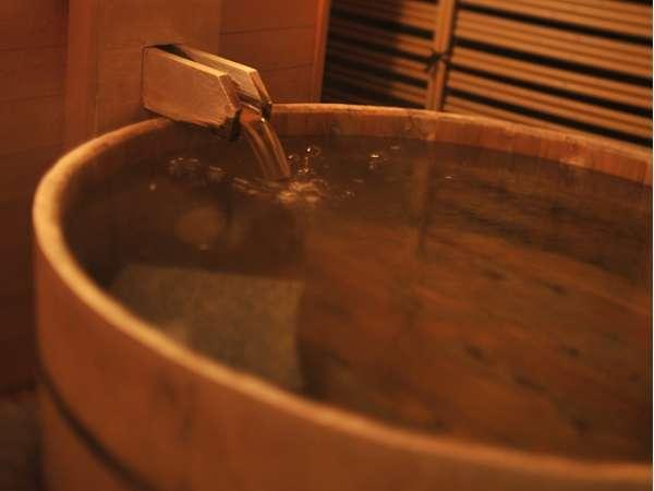 【露天風呂付客室】露天風呂。露天風呂の湯は温泉です。