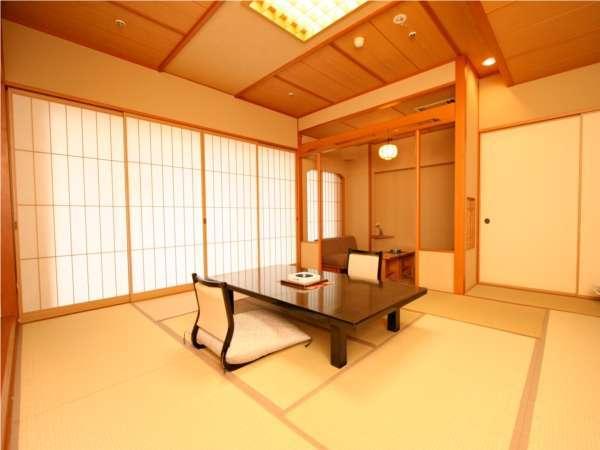 【高層階 川側】お部屋食ができる和室です。