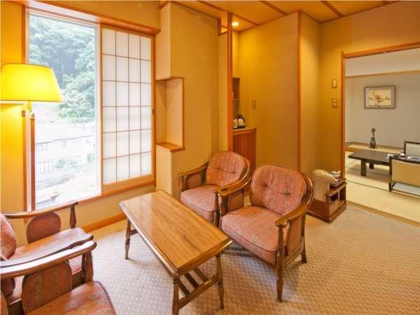【高層階 山側和室】広縁。お部屋食対応客室。