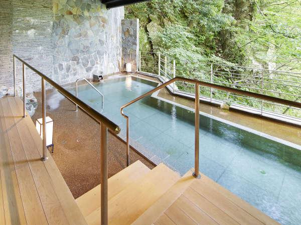 【牧水の湯(露天)】解放的な空間と水上の優しい泉質に心も身体も癒されてください