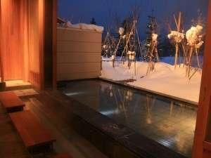 足湯からは雪景色が一望