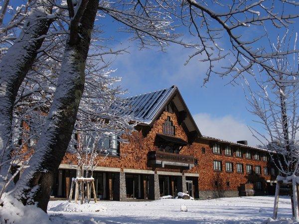 冬のホテル外観