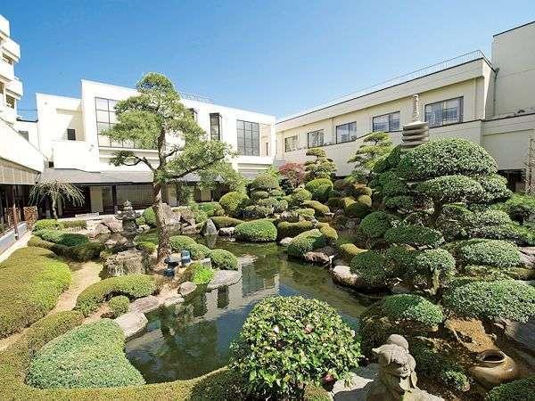 美しき日本庭園を囲む優雅な湯宿の風情