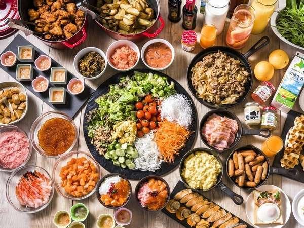 北海道の食材をふんだんに使用した朝食。お刺身をお好きなだけ使い勝手丼を。もちろん洋食も多数の品揃え。