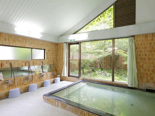 【大浴場】当館のお風呂は大浴場・客室すべて温泉です。お湯は柔らかく体の芯まであったまります。