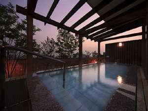屋上露天風呂「三城の湯」夕景