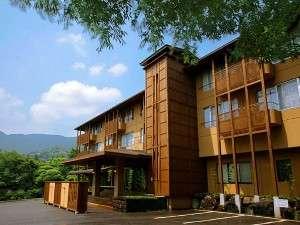 標高660m仙石原高原のにごり湯の宿。「仙石原文化センター前」バス停の目の前