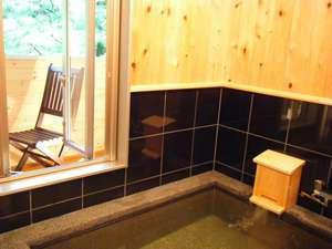 展望貸切風呂【禅】。。。ふんだんに檜を使い、御影石とのコントラストも抜群です。