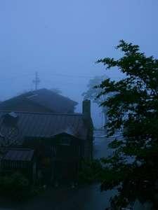 風景。。。客室から望む霧の中禅寺湖