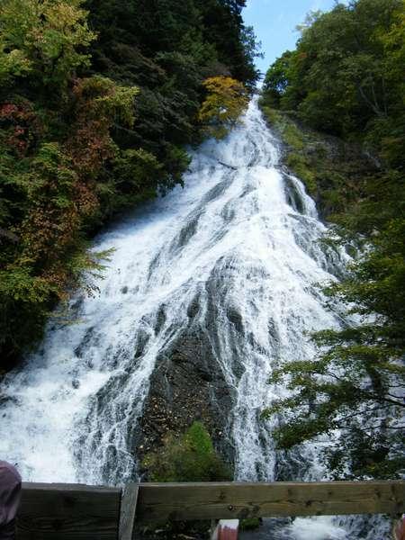 湯滝(迫力まんてん!! マイナスイオンたっぷりの日光の三名瀑の一つです)