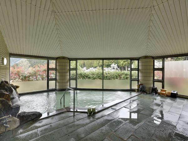 *風呂(女性)/窓からは四季折々の里山の風景が楽しめます♪