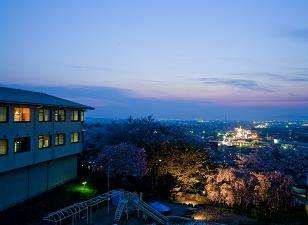 富山市内随一の絶景 さくら咲く 元湯 富山観光ホテルの外観