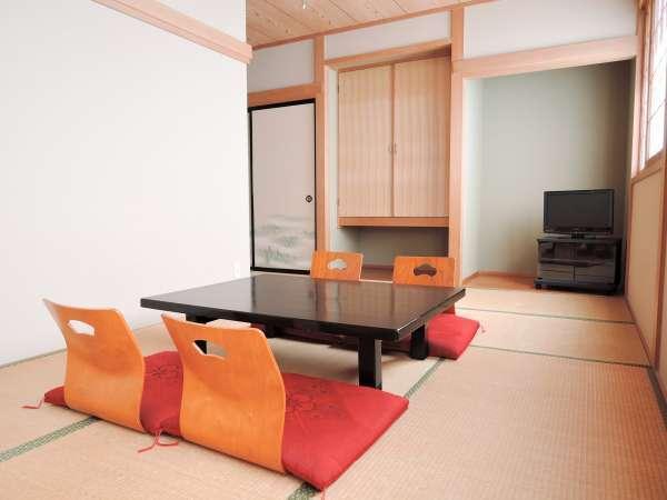 *【客室一例】足を伸ばしてお寛ぎいただける和室です(2階の共同トイレをご利用下さい)