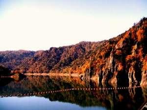 北海道の紅葉スポット近くの温泉宿・紅葉露天のある宿 ホテル鹿の湯
