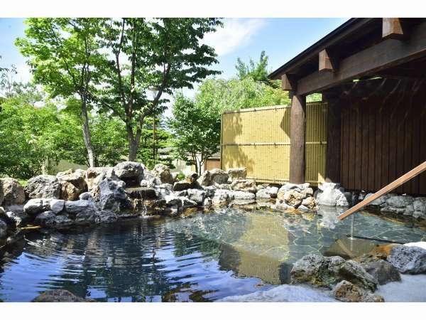 初夏・岩の湯露天風呂