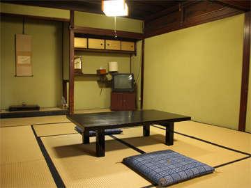●客室例●和室12~14畳●昔ながらの静かな旅籠風の和室。ご夫婦やカップルでごゆっくりとお寛ぎ頂けます。