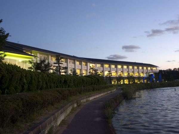 レイクサイド北潟湖畔荘の外観