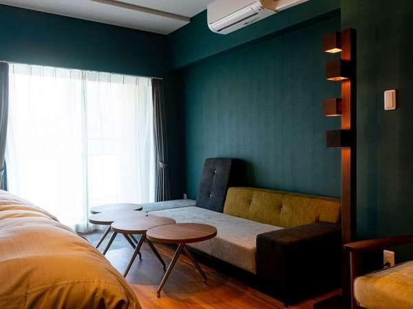 402号室  Copenhagen Midcentury Modern広さ約54平米、最大8名様でご利用可能です。