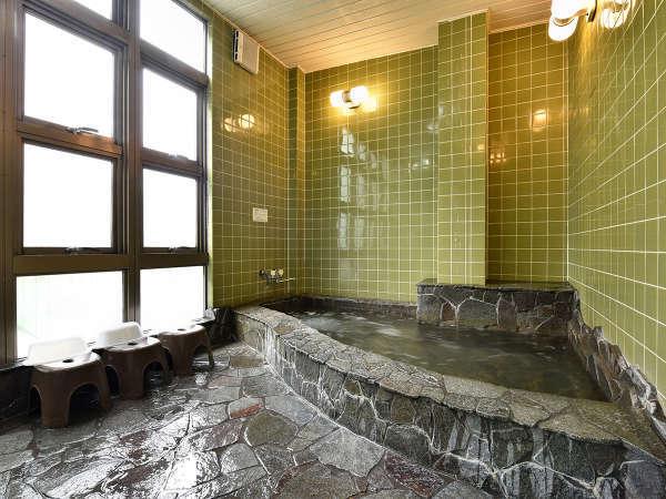 *【男性用大浴場】温泉気分を味わえる石造りのお風呂
