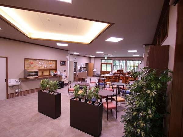 フロント、ラウンジ、地元のお土産、ファーストフードなど多目的な空間となっております。