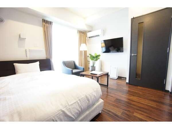 セミダブルベッドを設置したシングルタイプのお部屋。長期滞在もストレスフリーでお過ごし頂けます。