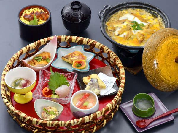 ◆茅花舞・花華后膳◆~ほたるの夏!幻想的な風景とともに~夕食は色鮮やかな籠盛りで♪(夕朝食付)