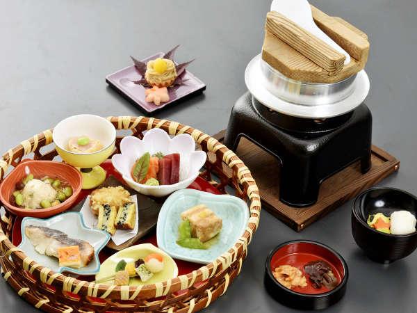 【華依】~紅葉・味覚の秋~丹精込めた一品を少量ずつ味わう♪(夕朝食付)