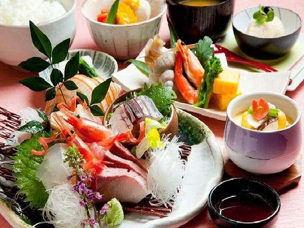 お食事処「和海」で新鮮な海幸を!こちらは「きときと刺身御膳」