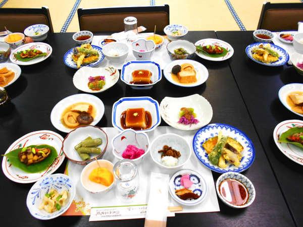 ・夕食一例:滋味あふれる精進料理