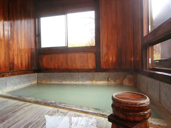 【こけしの湯】お肌すべすべ!源泉かけ流しの天然温泉♪