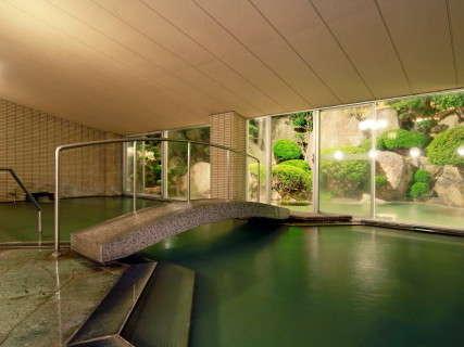 女性大浴場:橋の向こうが庭園露天風呂