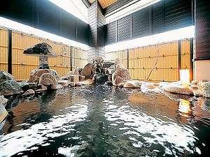 姫の湯から続く露天風呂。豊富な湯量が魅力の岩露天風呂