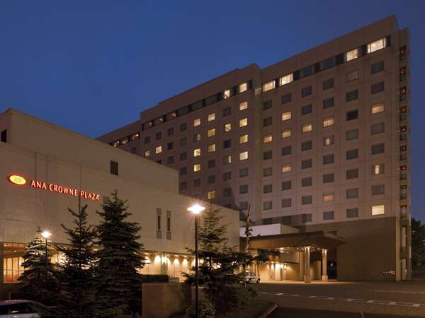 ANAクラウンプラザホテル千歳の外観