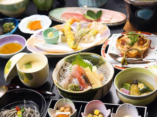 みやぎの旬を多く盛り込んだご夕食「松洲(まつしま)膳」※写真はイメージです。内容は旬で変わります。