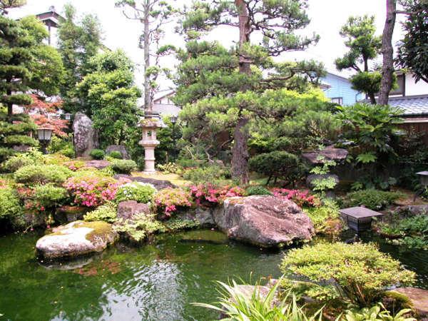 風情ある日本庭園を眺めながらごゆっくりお寛ぎください。